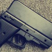 iPhone пистолет