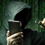 Хакер та смартфон