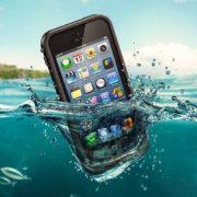 Смартфон у воді