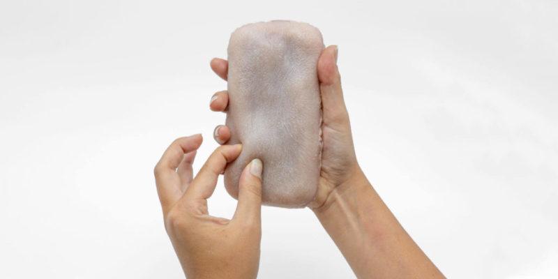 чохол для смартфона з «людської шкіри»