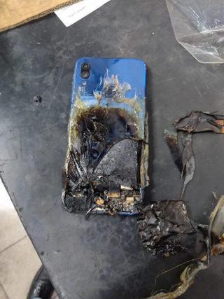 Згорівший смартфон Xiaomi