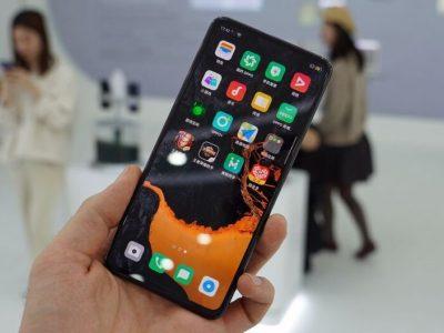 Прототип смартфона без отворів від бренду Oppo