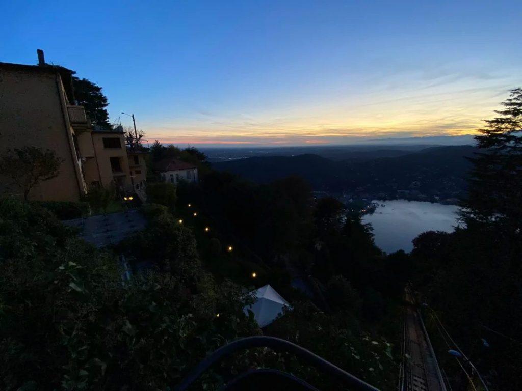 Приклад нічного знімка на надширококутню камеру iPhone 11