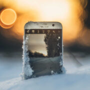 Смартфон зимою