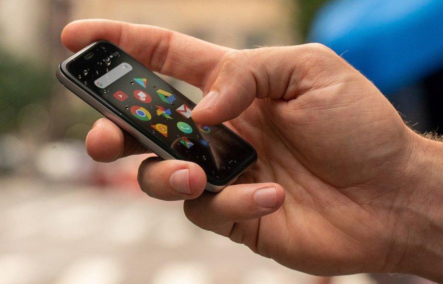 Компактний смартфон