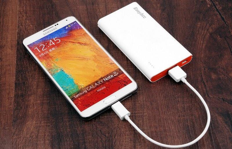 телефон заряджається від Power Bank